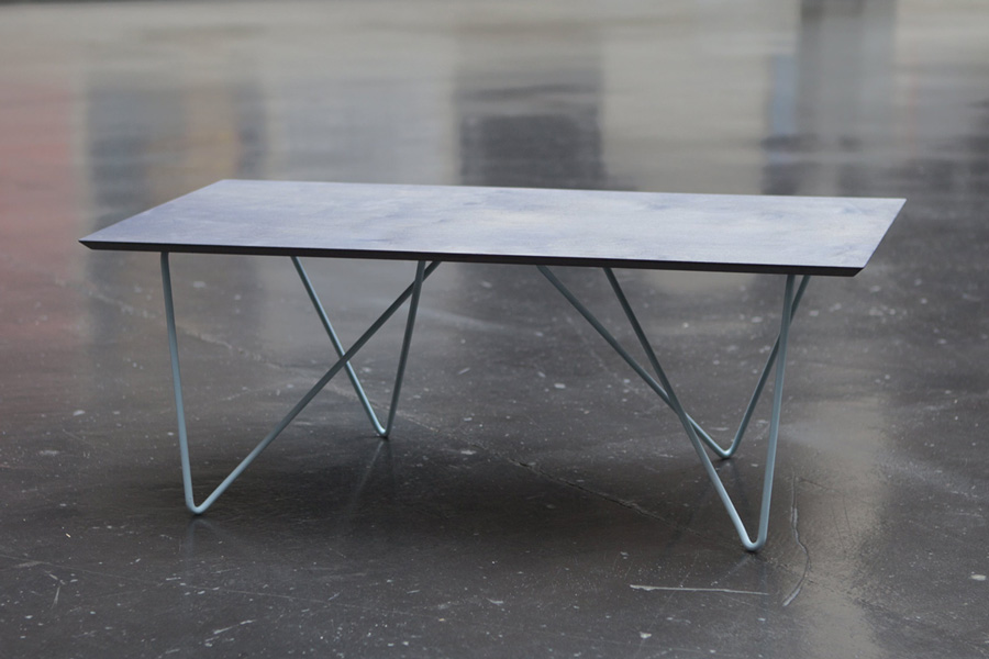 ari-table-bend-metal-tube-illusion