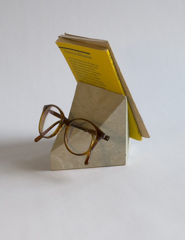 cyr-book-stand-concrete-geometry-side
