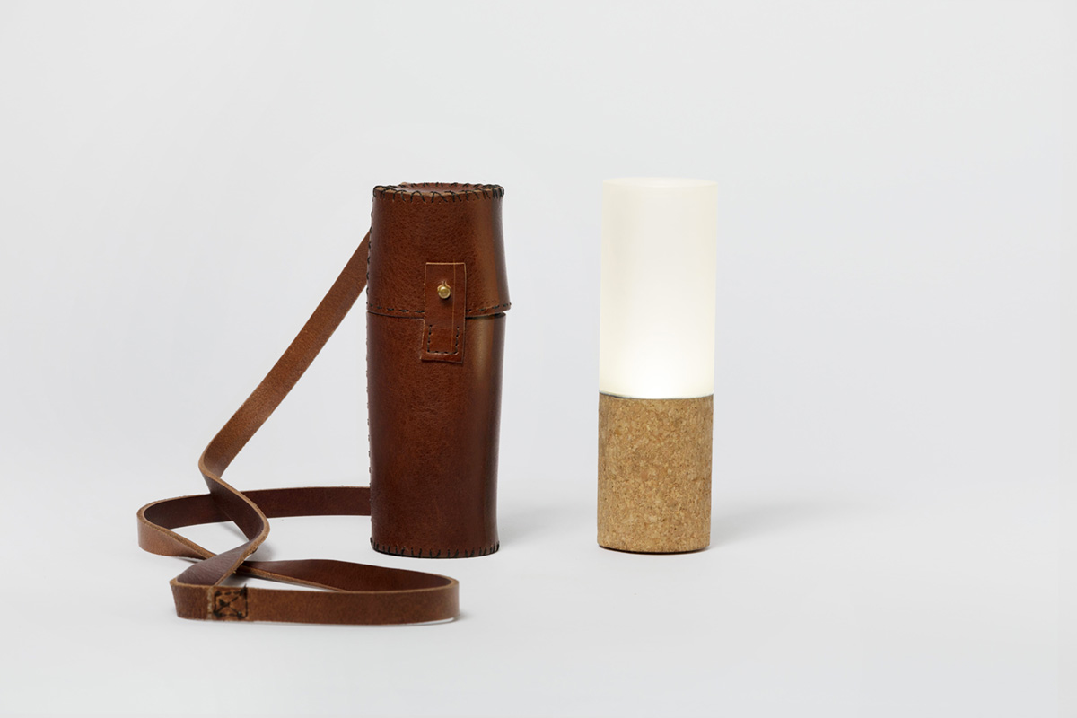 lucie-toarch-portable-lamp-with-suitcase-in-leather